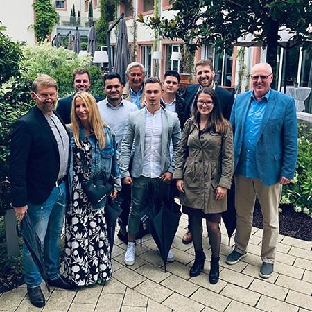 Team der W+W Consulting GmbH Unternehmensberatung aus Ettlingen Quartalsmeeting Teammeeting